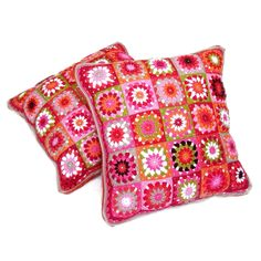 Granny square pillow by Helena Haakt (kussen haken) Knitted Cushions, Knitted Blankets, Crochet Granny, Free Crochet, Diy Crochet Pillow, Granny Square Projects, Crochet Home Decor, Square Patterns, Creations