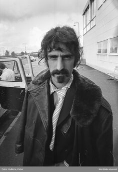 Frank Vincent, Frank Zappa, Popular Music, Playing Guitar, Classic Rock, Rock Music, Vintage Photos, Mothers, Guitar Players