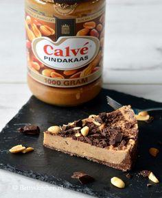 Deze pindakaastaart met chocolade is gluten-, lactose-, en eivrij! Dat is pas lekker gezond(er) genieten!