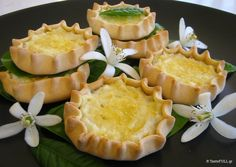 How about a yummy trip to Crete? Here is the recipe for the best sweet cheese pies! Sweet Buns, Sweet Pie, Sweet Tarts, Greek Recipes, Desert Recipes, Greek Sweets, Cheese Pies, Small Cake, Easter Recipes