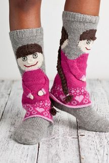 Cutest winter socks ever! Crochet Socks, Knitted Slippers, Slipper Socks, Knit Mittens, Knitting Socks, Hand Knitting, Knit Crochet, Knit Socks, Winter Socks