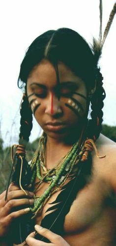 A Native American beauty Native American Makeup, Native American Girls, Native American History, American Teen, Native Girls, Xingu, Halloween Karneval, Native Indian, Indian Beauty