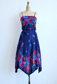 vintage 1970s berry print sundress, need this.