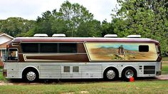1983 Eagle (Former Willie Nelson Tour Bus) - Tyler Tx 1983 Eagle Bus Engine: 92 Detroit Diesel Transmission: Automatic Generator: Diesel Generator Country Singers, Country Music, Tour Buses For Sale, Selling On Craigslist, Luxury Bus, Cool Vans, Bus Coach, Willie Nelson, Bus Driver