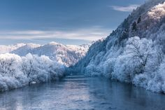 Beauty of river Orava in winter (landscape photography). Krása rieky Orava v zime.