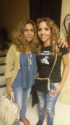 Dos grandes como Gema Monje (Hija de Camarón) con la camiseta de Eterno Camarón y la gran Lolita Flores.