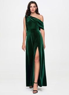 Discover our stunning collection of Dresses and enjoy your perfect look of La Belle {Color} Velvet Maxi Dress for your big day. Green Velvet Dress, Velvet Gown, Green Gown, Red Velvet, Christmas Bridesmaid Dresses, Velvet Bridesmaid Dresses, Bridesmaids, Beautiful Evening Gowns, Beautiful Dresses