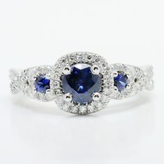 Would you wear this amazing sapphire engagement ring? ❤