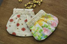 Little pouches with lace