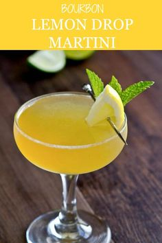This easy bourbon lemon drop martini recipe may just be the best martini ever! sweet and sour mix is the key to this sweet sour and smooth bourbon cocktail! Beach Cocktails, Spring Cocktails, Fruity Cocktails, Summer Bourbon Cocktails, Whiskey Cocktails, Lemon Drop Martini, Lemon Drop Cocktail, Cocktail Menu, Signature Cocktail