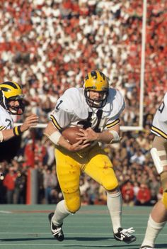 Rob Lytle of Michigan during the Football Sites, College Football Players, Football Images, Sports Images, Football Pictures, Sport Football, Football Fans, Michigan Go Blue, Michigan Wolverines Football