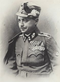 Future Austrian Chancellor Engelbert Dollfuß in the uniform of a Kaiserschützen Oberleutnant. from Glenn J. Ww1 History, Austrian Empire, Holy Roman Empire, Austro Hungarian, Napoleonic Wars, Sound Of Music, Man Photo, Roman Catholic, World War I