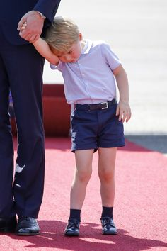 Prince George never fails to give hilarious facial expressions we can't help but relate to. Prince George Photos, Prince William, George Of Cambridge, Duchess Of Cambridge, Prince George Birthday, Prince George Alexander Louis, Muscle, Tamar Braxton, Baby George