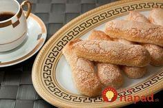 Piškóty tvoria základ mnohých obľúbených dezertov asladkých pochúťok. Mnohí znás kupujú hotové piškóty vobchode, avšak rozhodne stojí za pokus vyskúšať tieto obľúbené sušienky pripraviť aj doma. Určite nám dáte za pravdu, že kupovaná verzia sa im ani zďaleka nevyrovná! Potrebujeme: 3 vajcia 100 g kryštálového cukru 90 g hladkej múky Soľ 20 g masla 30...