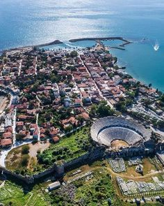 Side is a resort town near Manavgat town in Antalya. It has a history of 2500 years. Side Antalya, Side Turkey, Some Beautiful Images, Roman History, Old Town, City Photo, Travel Destinations, Tourism, Places To Visit