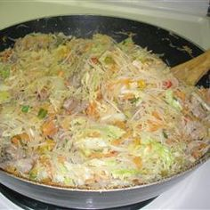 Pancit goes with lumpia like peanut butter goes with jelly. Filipino Recipes, Asian Recipes, Ethnic Recipes, Lumpia Recipe Filipino, Filipino Food, I Love Food, Good Food, Yummy Food, Pasta Dishes