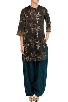 Brown bagru print tunic and teal salwar set.  #Carma #carmadesigns #fashion #Shopitatcarma #Luxuryfashion #Style #Shopnow #Onlineshopping #Popup #Bridal #Bridesfashion #Bollywoodfashion #bollywood #Celebritystyle #Pinyourfavorite #trendingnow #latest #indiandesigner #Indianwear #neetalulla #Brown# Printed #Tunic #Salwar #indiansuits #Cocktail #partywear #exclusive