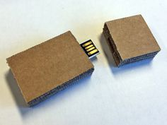 USB cardboard Karton Design, Old Cars, Usb, Deco