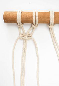 DIY mini macrame wall hanging: square knot.