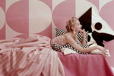 Lisa Fonssagrives in Claire McCardell Dress, photographed by Richard Rutledge for Vogue, 1952 Claire Mccardell, Vintage Vogue, Vintage Glamour, Vintage Pink, Vintage Ladies, Divas, Jeanne Lanvin, Madeleine Vionnet, Charles James