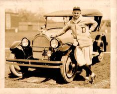 Old photo of Detroit Tiger, Ty Cobb wearing a Shawl Sweater.love the sweater and car! Detroit Sports, Detroit Tigers Baseball, Major League Baseball Teams, Baseball Players, Baseball Star, Baseball Cards, Detriot Tigers, Michigan, Baseball Pictures