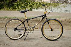 1982 Diamond Back Pro 24 Vintage Bmx Bikes, Bmx Cruiser, Bike Brands, Bike Life, Old School, Things That Bounce, Diamond, Vehicles, Design