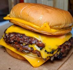 Queso Edam, Queso Cheddar, Crazy Burger, Diet Recipes, Healthy Recipes, Delicious Burgers, Food Goals, Aesthetic Food, Sweets