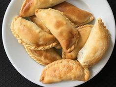 Discover recipes, home ideas, style inspiration and other ideas to try. Cheese Empanadas Recipe, Baked Empanadas, Empanadas Queso, Appetizer Recipes, Snack Recipes, Appetizers, Snacks, Latin Food, Pumpkin Empanadas