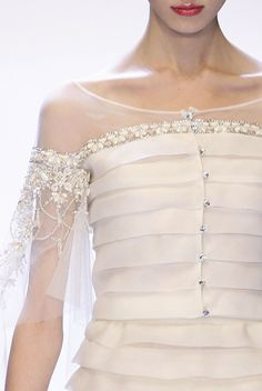 Valentino Haute Couture uploaded by Debruno on We Heart It Couture Mode, Style Couture, Couture Details, Fashion Details, Couture Fashion, Runway Fashion, Womens Fashion, Fashion Design, Couture Trends