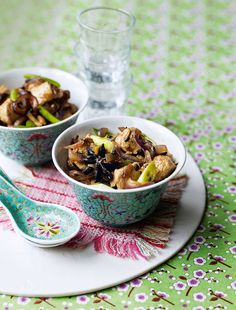 Say goodbye to your takeaway and hello to this chicken and cashew nut recipe with whole spices. To turn this dish into a complete meal simply add noodles.