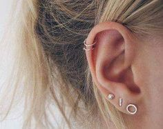 Are you looking for something totally unique to change up your style? Why not try a new ear piercing? Here are some cute ear piercings ideas that you'll love! Auricle Piercing, Ear Peircings, Piercing Tattoo, Tragus Piercings, Double Cartilage Piercing, Cartilage Hoop Piercing, Lip Piercing, Small Earrings, Ear Piercings