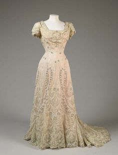 If I ever get married I will be wearing something like this 1906 evening gown. Absolutely stunning.
