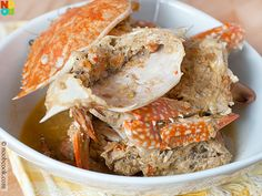 My mum's easy and delicious recipe for steamed flower crabs in taucheo sauce.