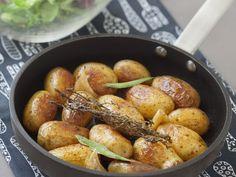 pomme de terre, ail, thym, feuille de laurier, bouillon, vin blanc sec, noix, huile de tournesol, Sel