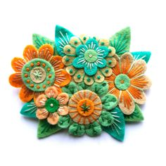 VINTAGE BOUQUET felt brooch pin with freeform embroidery - scandinavian style de Jane Applique Originals Felt Embroidery, Felt Applique, Felt Brooch, Brooch Pin, Sewing Crafts, Sewing Projects, Wool Quilts, Felt Fabric, Fabric Jewelry