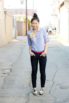 Blue gingham button down with a flower pin and a color-block pink belt Modest Outfits, Modest Fashion, Cute Outfits, Silver Oxfords, Silver Shoes, Daily Fashion, Fashion Tips, Casual Wear, Fashion Forward