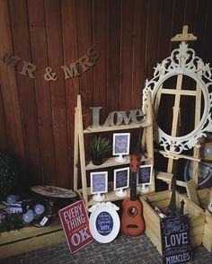 Barang2 @cikgu_rustic utk deco photobooth blh disewa secara loose items.. Especially kpd yg minat nk diy sendiri photobooth guestbook corner & pelamin.. Blh jimat bajet ikut kreativiti korang & taste sendiri kan u olls..                #cikgurustic #photoboothkelantan #photoboothkayu #photoboothmurah #rusticmurah #photoboothmalaysia #weddingkelantan #pelaminpallet #pelaminkayu #rusticwedding #rusticmalaysia #photographerkelantan #photoboothkayu #photoboothvintage #rusticdeco #pelaminrustic…