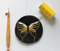 Custom'patch rond , patch papillon , patch rond , écusson papillon , écusson rond , cadeau pour elle , papillon brodé , patch brodé de la boutique Heollene sur Etsy