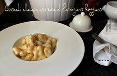 Questi gnocchi con salsa di Parmigiano Reggiano sono uno dei miei piatti preferiti in assoluto. Adoro gli gnocchi in qualsiasi modo e...