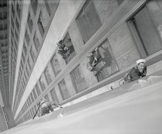 Your stomach will flip-flop as you peruse these historic photos of the Empire State Building's construction process.