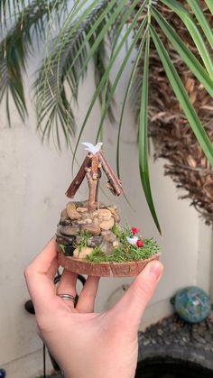 Fairy Garden Pots, Fairy Garden Furniture, Fairy Garden Houses, Gnome Garden, Fairy House Crafts, Porch Garden, Miniature Crafts, Miniature Fairy Gardens, Miniature Fairies