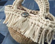 … Crochet Purses, T Shirt Yarn, Shoulder Handbags, Crochet Projects, Bucket Bag, Straw Bag, Purses And Bags, Diy And Crafts, Knit Crochet