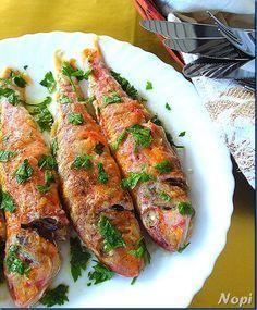 Μπαρμπούνια λεμονάτα στο φούρνο Oh my absolute favorite thing with patatakia!!!! Mmmmm Greek Recipes, Fish Recipes, Seafood Recipes, Cooking Recipes, Healthy Recipes, Greek Fish, My Favorite Food, Favorite Recipes, Greek Dinners