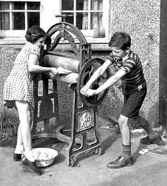 Mangling The Washing September Peter and Pam putting washing through the mangle to wring it dry for their mother. Original Publication: Picture Post - 859 - The Life Of An Airman's Wife - pub. 1941 (Photo by Kurt Hutton / Picture Post / Ge Vintage Pictures, Old Pictures, Old Photos, Vintage Laundry, Working Class, The Good Old Days, Vintage Photographs, Vintage Children, Black And White Photography