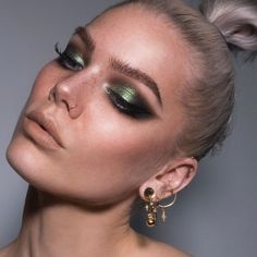 "Linda Hallberg on Instagram: ""How do you guys like a super smokey look with green? 😊 happy Friday 💃🏼 #lindahallberg #fotd #makeup"" #fotd #Friday #Green #guys #Hallberg #Happy #Instagram"