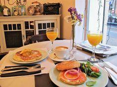 The Toast. Brunch 14 €, 18 € con Bloody Mary o Mimosa. Tradicional americano. Sábados y domingos de 11:00 a 17:00.; Fernando el Católico, 50; 915 49 38 02.