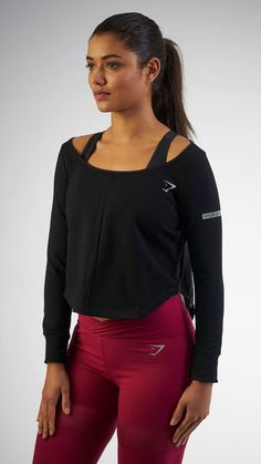 With its beautiful off the shoulder design, the Studio Jumper is the perfect layering piece. So perfect, you may want all three colours from the Gymshark by Nikki Blackketter collection.