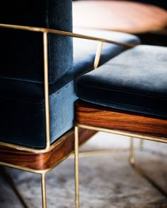 Oh Baby! These blue and wood and brass chairs are sooo wild! This combo of colors is great and so pleasing to the eye!