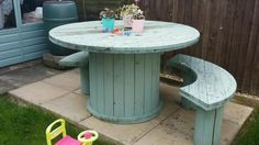 Cable drum table on Gumtree. Hand made cable drum table, can be made to order. table in picture available to take away. Custom or Wood Spool Furniture, Diy Furniture, Upcycled Furniture, Wooden Spool Tables, Wooden Spools, Cable Drum Ideas Kids, Cable Drum Table, Wooden Cable Reel, Backyard Furniture