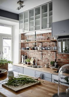 Red brick kitchen backsplash ideas / scandinavian kitchen design and butcher block Kitchen Ikea, New Kitchen, Kitchen Dining, Kitchen Decor, Kitchen Modern, Kitchen Rustic, Functional Kitchen, Awesome Kitchen, Country Kitchen